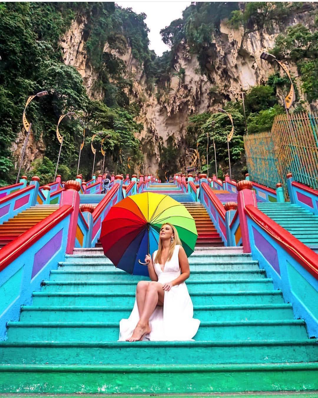Dân sành sống ảo đang đổ xô check-in tại cầu thang 7 sắc cầu vồng đẹp như lối vào thiên đường - Ảnh 11.