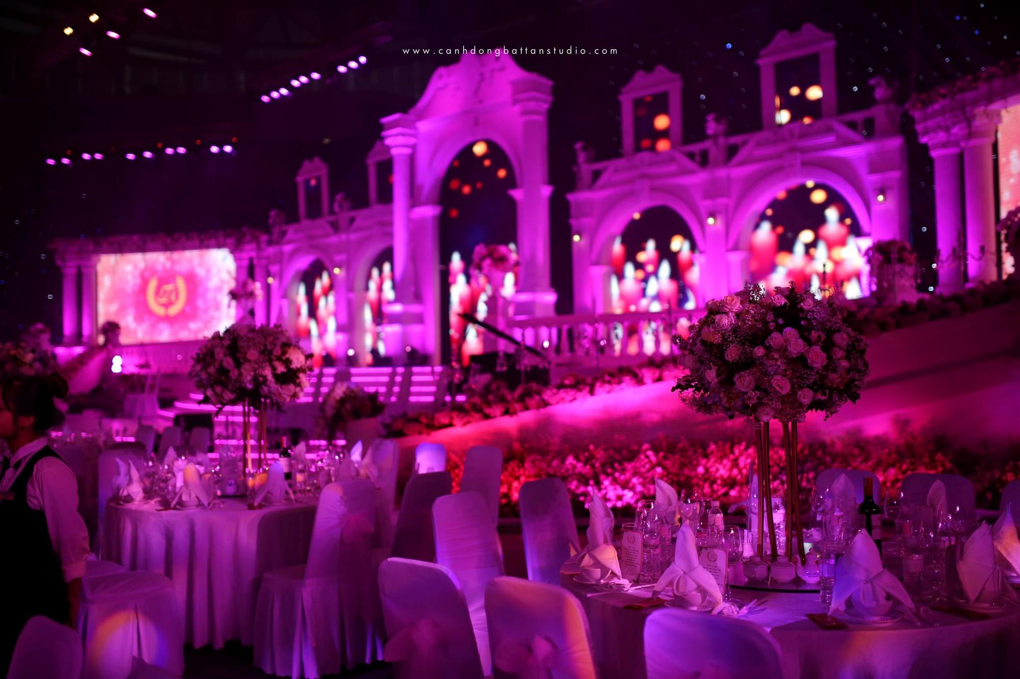 Đám cưới siêu khủng ở Đà Nẵng: Thuê nhà thi đấu có sức chứa hơn 7.000 khách, mời dàn ca sĩ nổi tiếng Đàm Vĩnh Hưng, Dương Triệu Vũ - Ảnh 2.