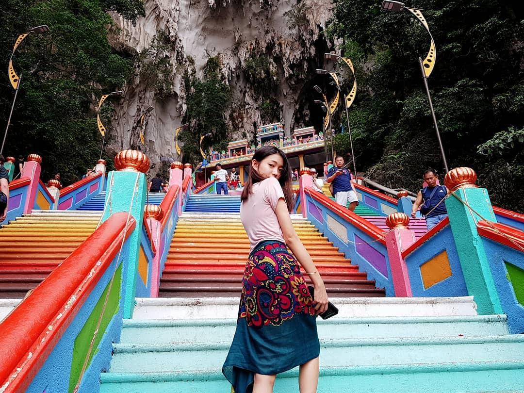 Dân sành sống ảo đang đổ xô check-in tại cầu thang 7 sắc cầu vồng đẹp như lối vào thiên đường - Ảnh 6.