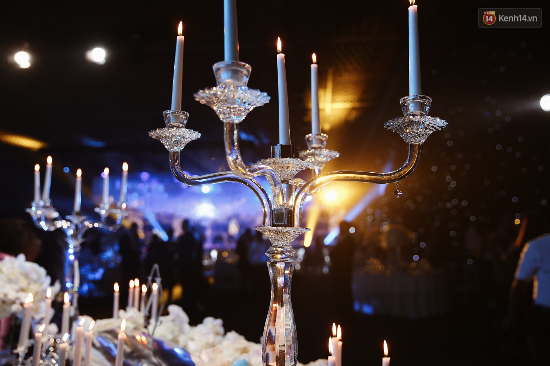 Không gian cưới ngập ánh nến, đẹp lung linh như cổ tích của Lan Khuê và John Tuấn Nguyễn - Ảnh 7.