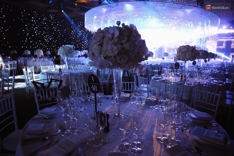 Không gian cưới ngập ánh nến, đẹp lung linh như cổ tích của Lan Khuê và John Tuấn Nguyễn - Ảnh 5.