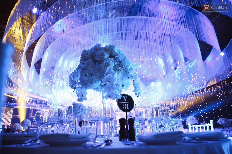 Không gian cưới ngập ánh nến, đẹp lung linh như cổ tích của Lan Khuê và John Tuấn Nguyễn - Ảnh 4.