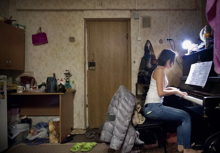 Chùm ảnh: Hiện thực phũ phàng, cuộc sống tối tăm bên trong ký túc xá các trường Đại học trên thế giới - Ảnh 10.