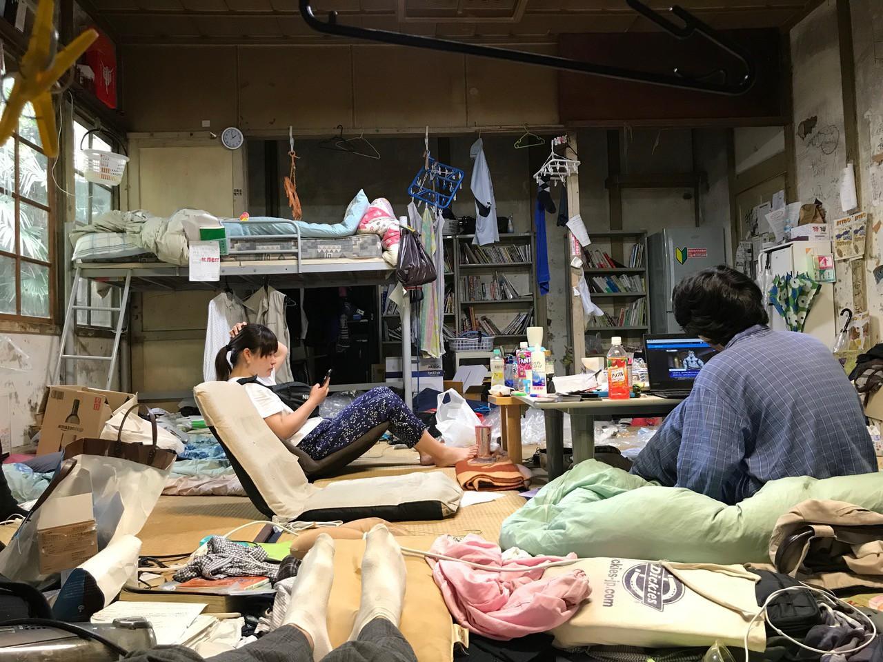 Chùm ảnh: Hiện thực phũ phàng, cuộc sống tối tăm bên trong ký túc xá các trường Đại học trên thế giới - Ảnh 5.