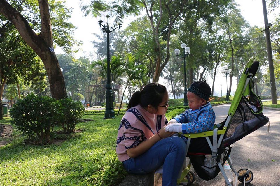 Người mẹ đơn thân 8 năm ròng đi khắp mọi miền đất nước để giành giật sự sống cho trẻ mắc bệnh EB từ tay thần chết - Ảnh 2.