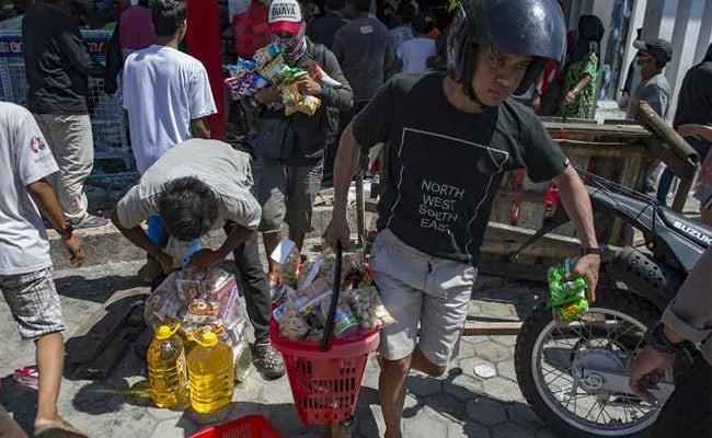 Quân đội Indonesia cảnh báo sẽ bắn người cướp bóc sau thảm họa động đất, sóng thần - Ảnh 1.