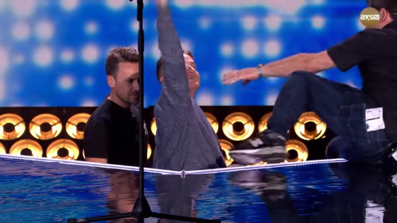 Cả trường quay náo loạn khi thí sinh X-Factor bất ngờ ngã ngửa khỏi sân khấu - Ảnh 9.