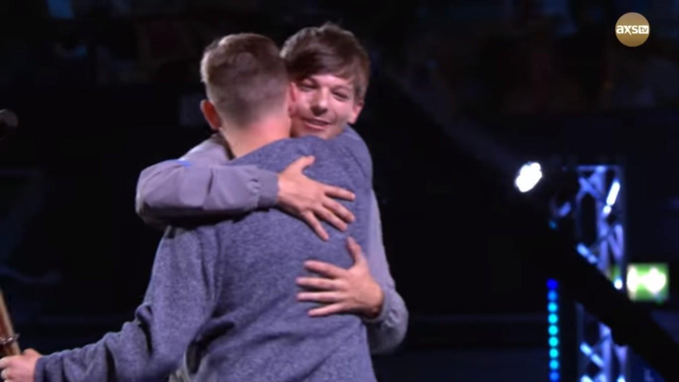 Cả trường quay náo loạn khi thí sinh X-Factor bất ngờ ngã ngửa khỏi sân khấu - Ảnh 10.