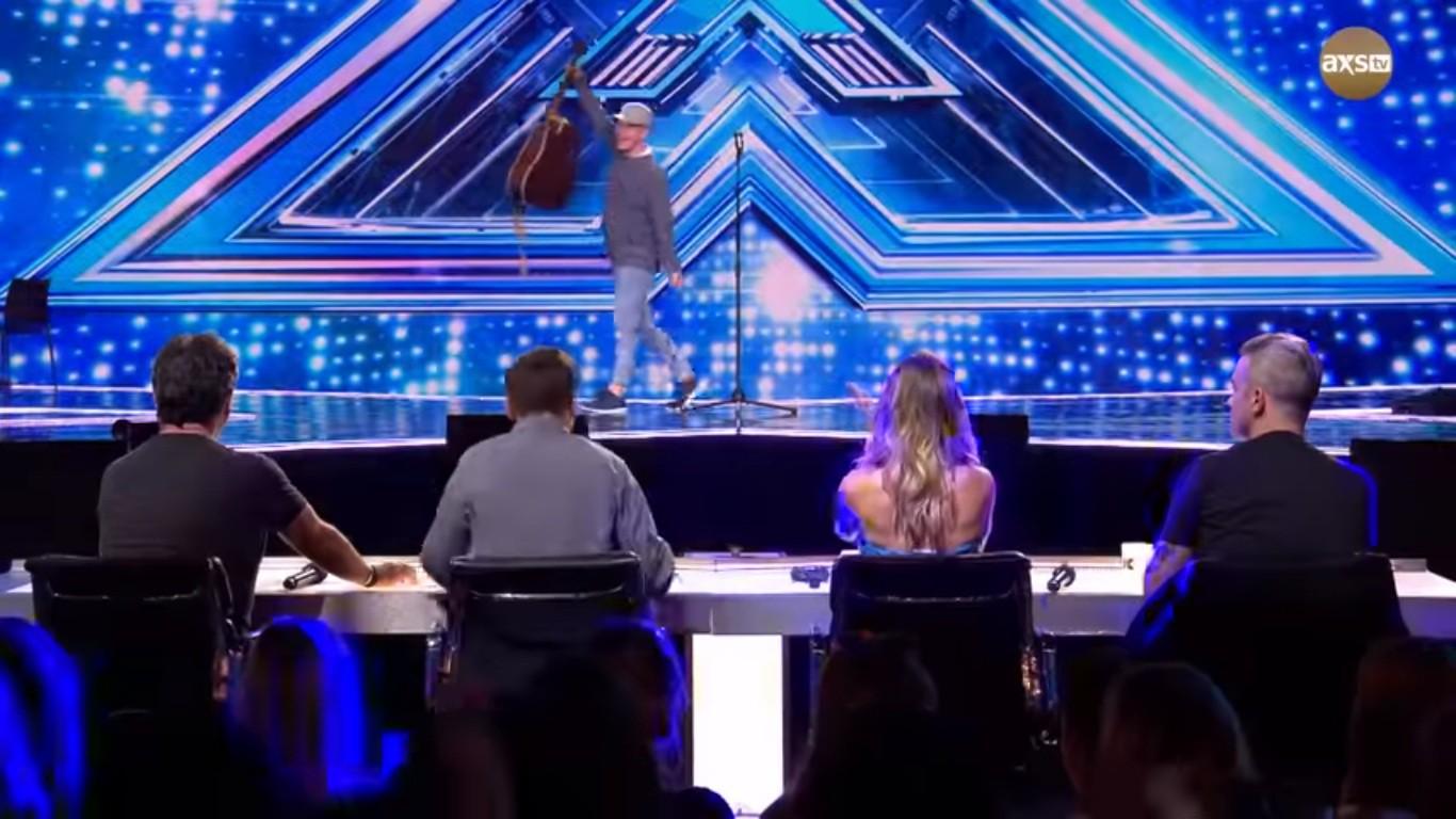 Cả trường quay náo loạn khi thí sinh X-Factor bất ngờ ngã ngửa khỏi sân khấu - Ảnh 11.