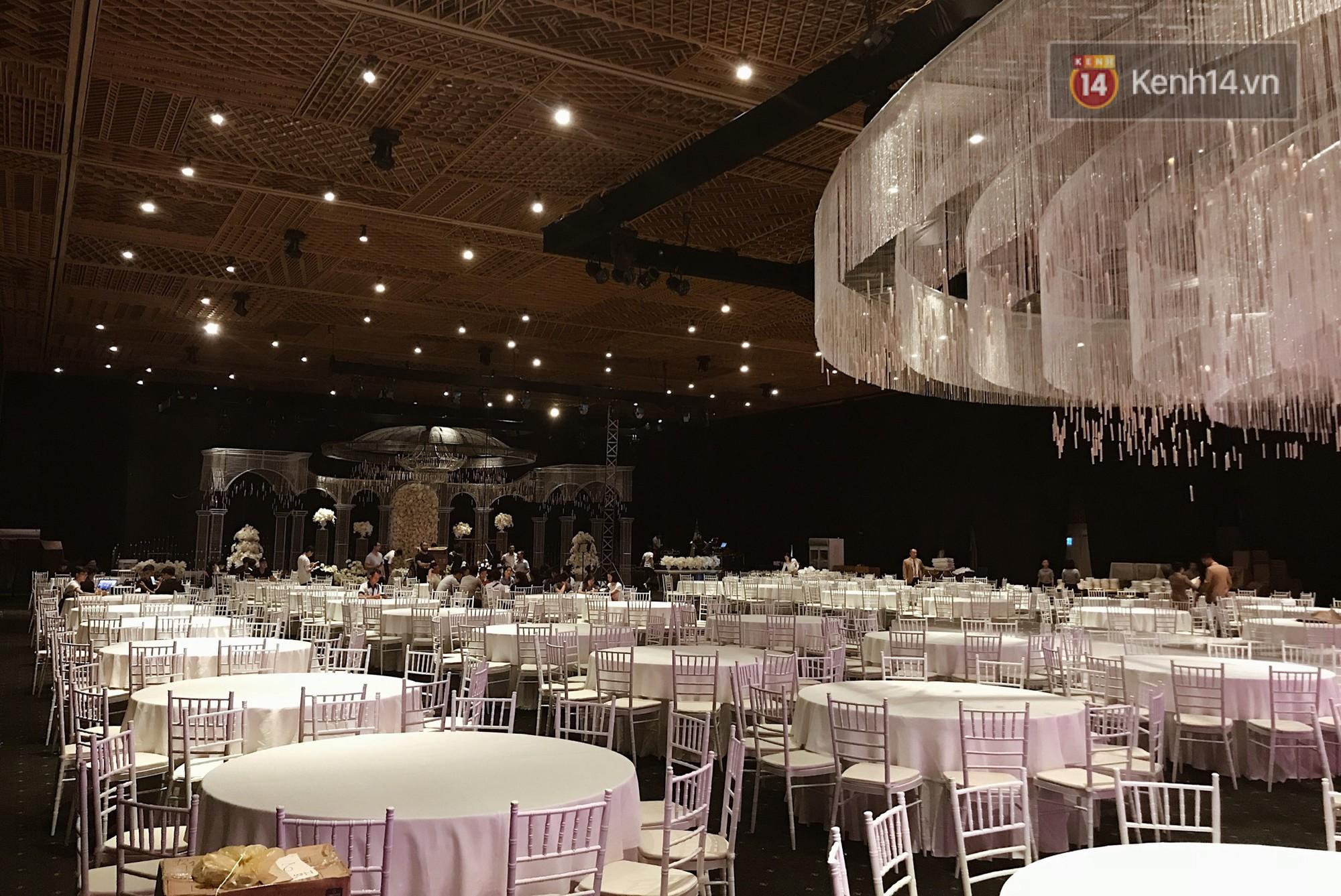 Độc quyền: Hé lộ những hình ảnh đầu tiên về không gian tiệc cưới lộng lẫy của Lan Khuê - John Tuấn Nguyễn - Ảnh 3.