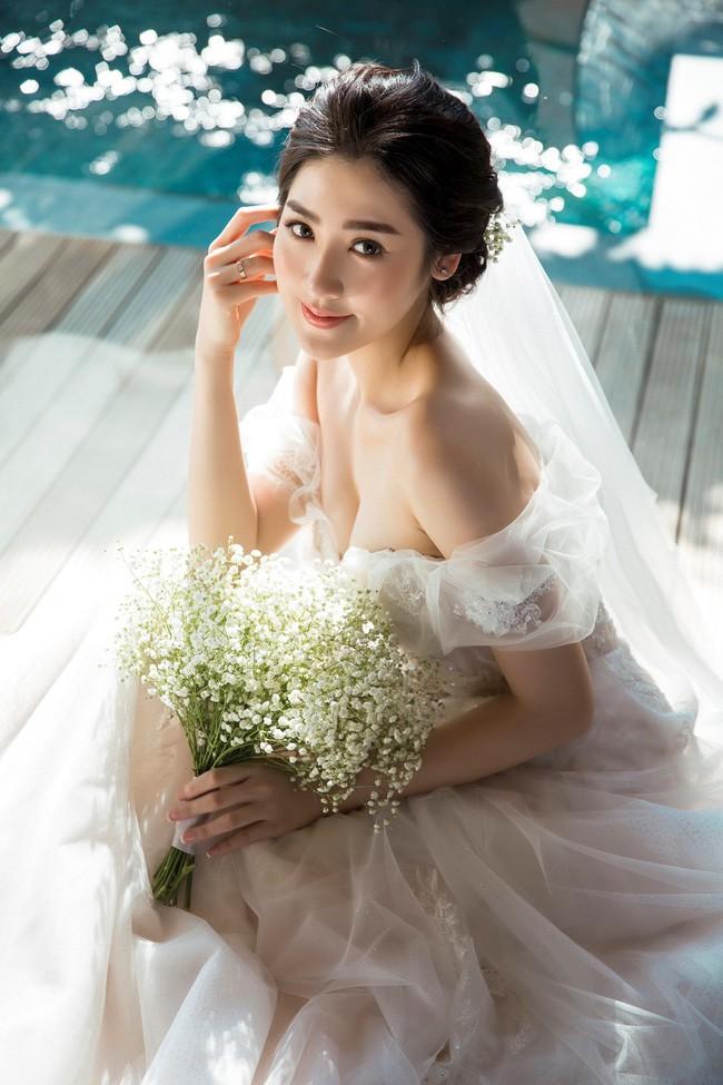 4 cô dâu đẹp nhất Vbiz năm 2018: Mỗi người một vẻ nhưng vẫn có điểm chung nhan sắc, tinh ý một chút là nhận ra ngay - Ảnh 8.