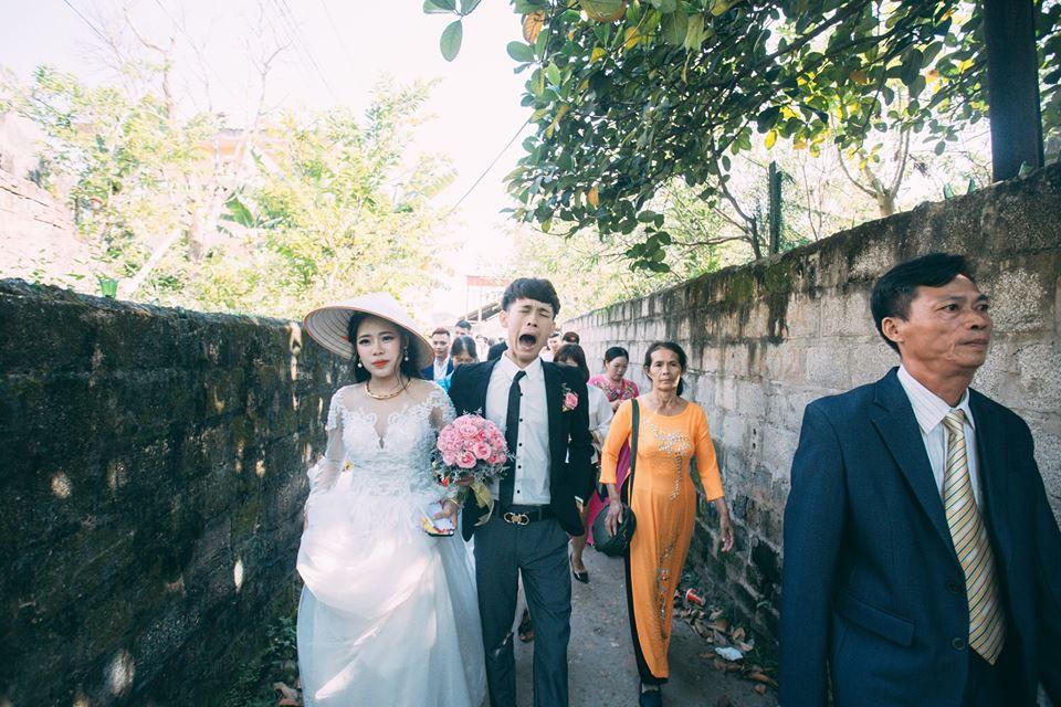 Tưởng mếu máo vì bị ép cưới, ai ngờ là chú rể thương vợ nên bày trò - Ảnh 3.