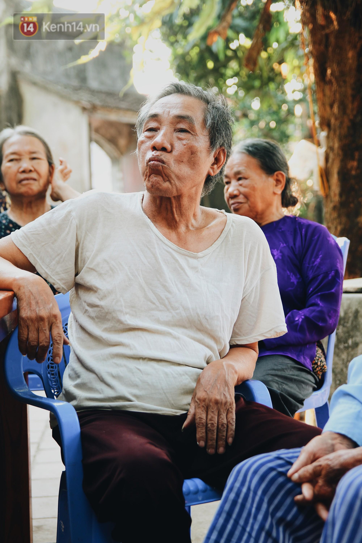 Về thăm ngôi làng ở Hà Nội có 1.000 quả cau mới cưới được vợ, người lớn trẻ nhỏ lúc nào môi cũng đỏ hồng - Ảnh 8.