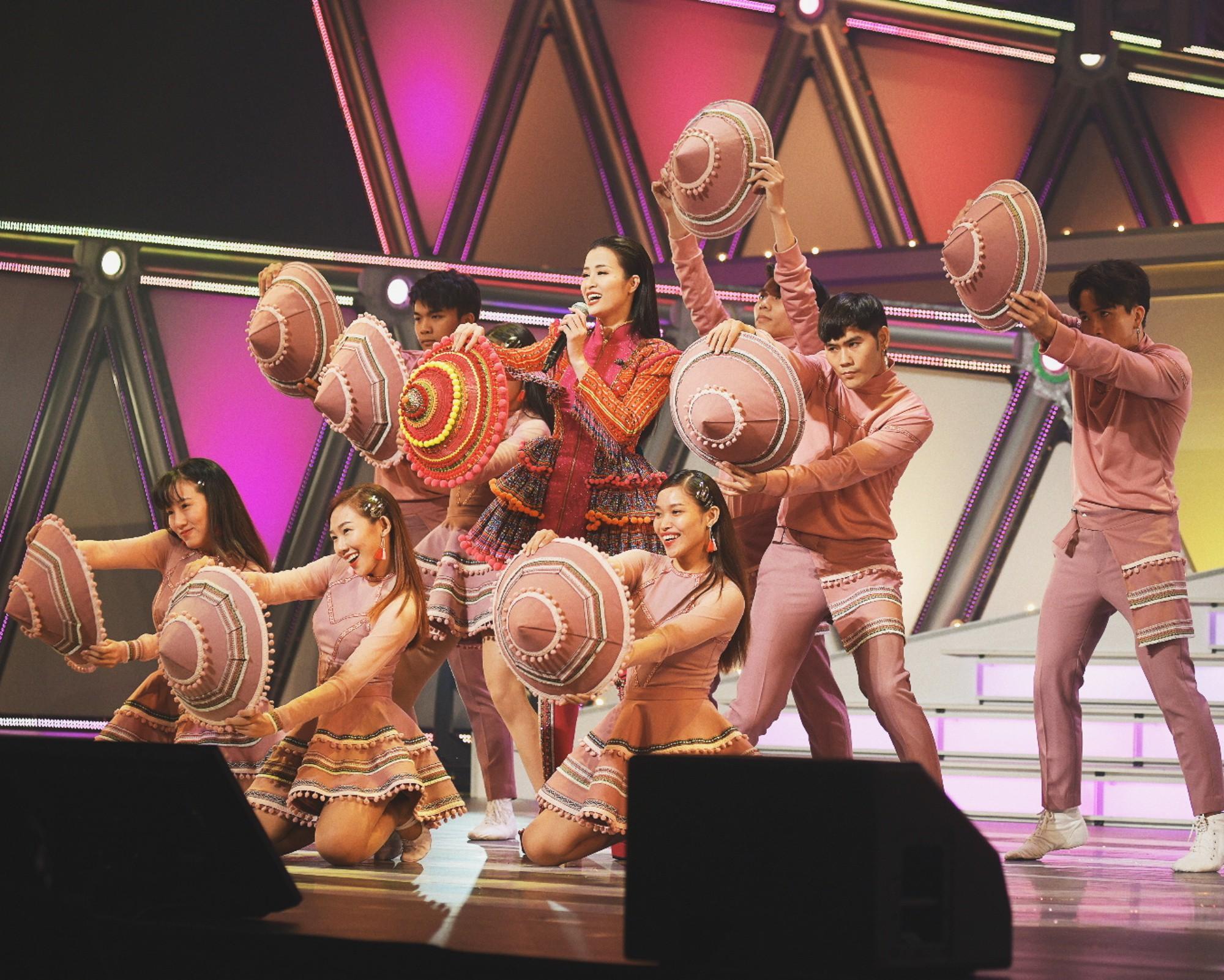 """Clip đang hot: Đông Nhi """"bắn"""" tiếng Nhật lưu loát đến ngỡ ngàng trên sân khấu Nhật Bản khiến fan Việt nức lòng - Ảnh 7."""