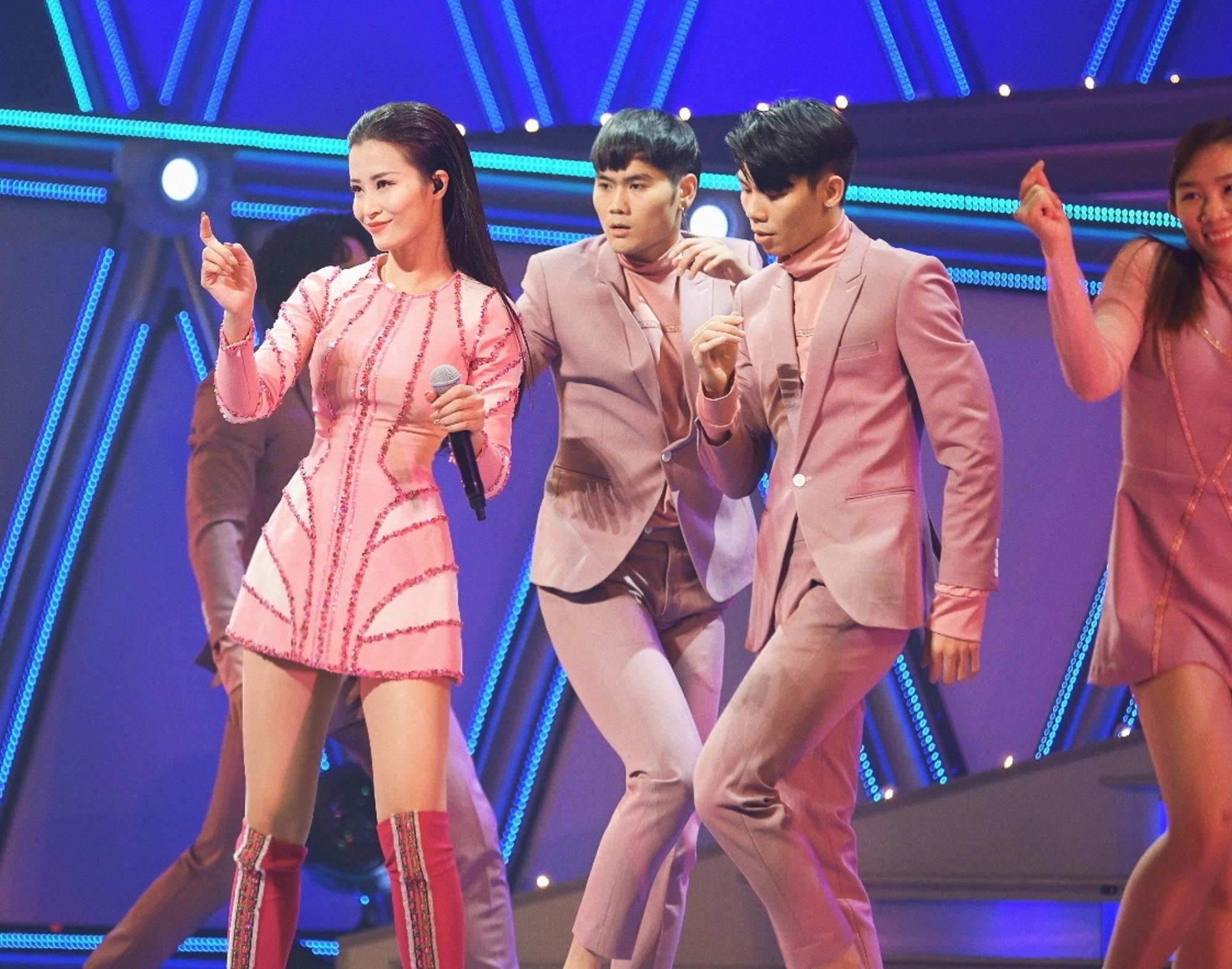 """Clip đang hot: Đông Nhi """"bắn"""" tiếng Nhật lưu loát đến ngỡ ngàng trên sân khấu Nhật Bản khiến fan Việt nức lòng - Ảnh 4."""
