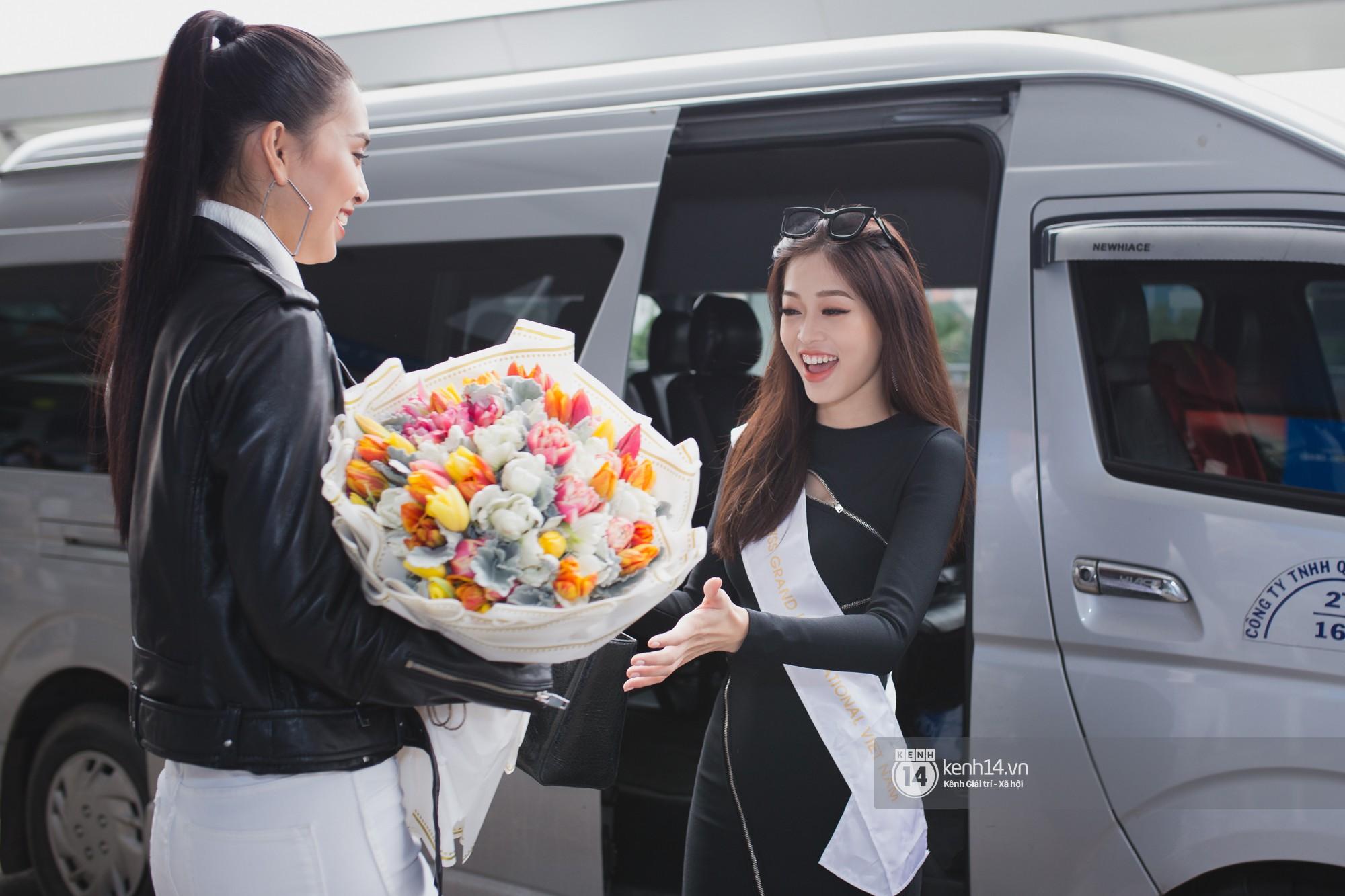 Vừa trở về từ Pháp tức thì, Trần Tiểu Vy ở lại sân bay tiễn Bùi Phương Nga đi Myanmar tham dự Hoa hậu Hoà bình Quốc tế - Ảnh 8.