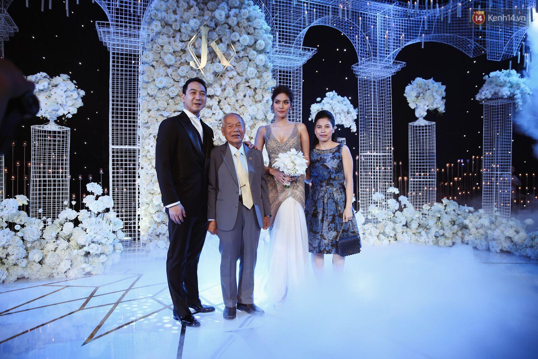 Lan Khuê thay đồ cưới liên tục như chạy show thời trang, có bộ đính 10.000 viên pha lê tốn 2 tháng thực hiện - Ảnh 2.