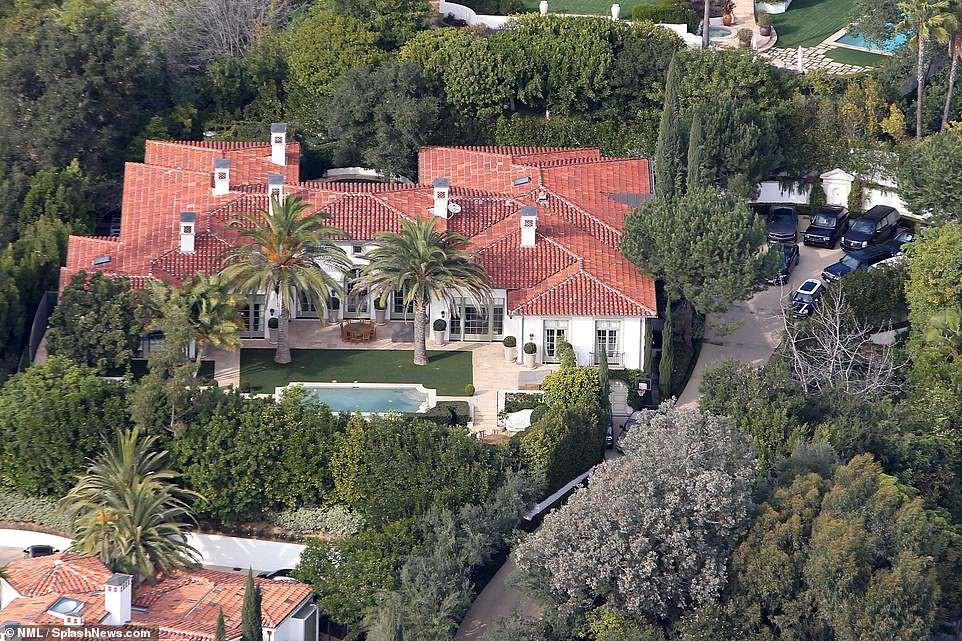 Vợ chồng David Beckham bán biệt thự 6 phòng ngủ 9 phòng tắm lãi 258 tỷ - Ảnh 3.
