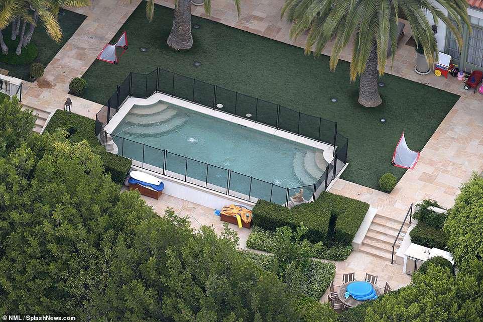 Vợ chồng David Beckham bán biệt thự 6 phòng ngủ 9 phòng tắm lãi 258 tỷ - Ảnh 4.