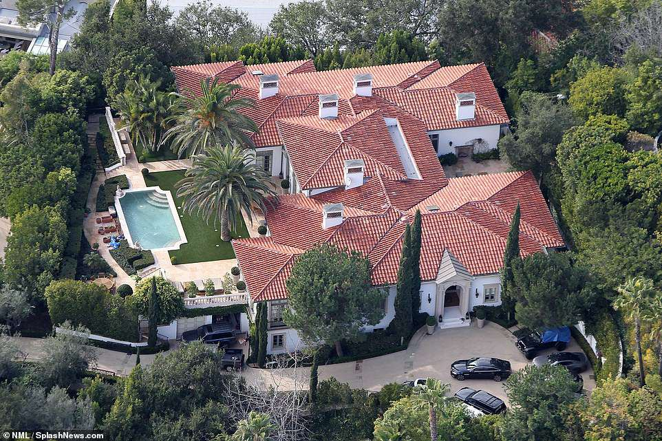 Vợ chồng David Beckham bán biệt thự 6 phòng ngủ 9 phòng tắm lãi 258 tỷ - Ảnh 5.