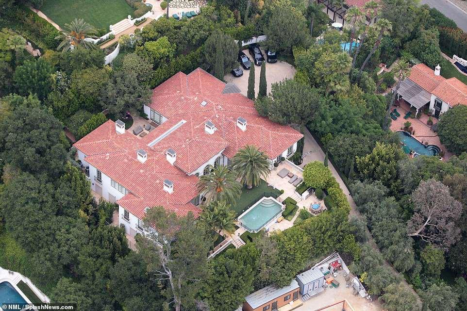 Vợ chồng David Beckham bán biệt thự 6 phòng ngủ 9 phòng tắm lãi 258 tỷ! - Ảnh 7.