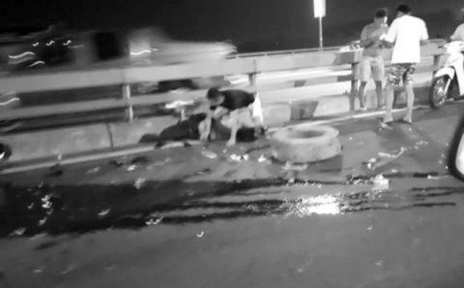 Hé lộ nguyên nhân chủ xe ô tô bị đâm chết khi thay lốp trên cầu Nhật Tân - Ảnh 1.