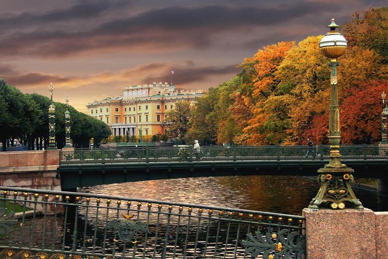 Nước Nga đã vào thu với sắc vàng đẹp say đắm lòng người, xách vali lên và đi du học thôi! - Ảnh 2.