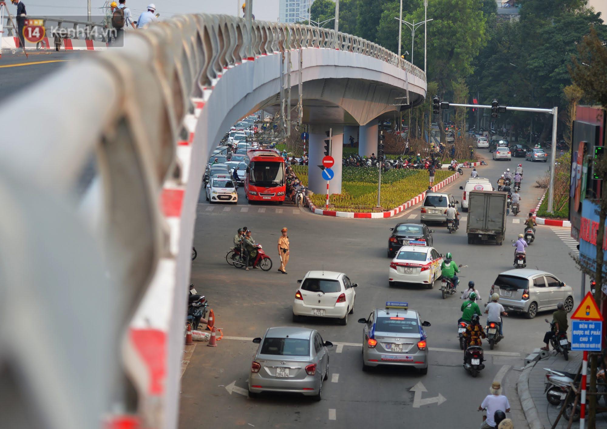 Clip, ảnh: Cận cảnh cầu vượt hơn 300 tỷ ở nút giao An Dương - Nghi Tàm trước ngày thông xe - Ảnh 9.