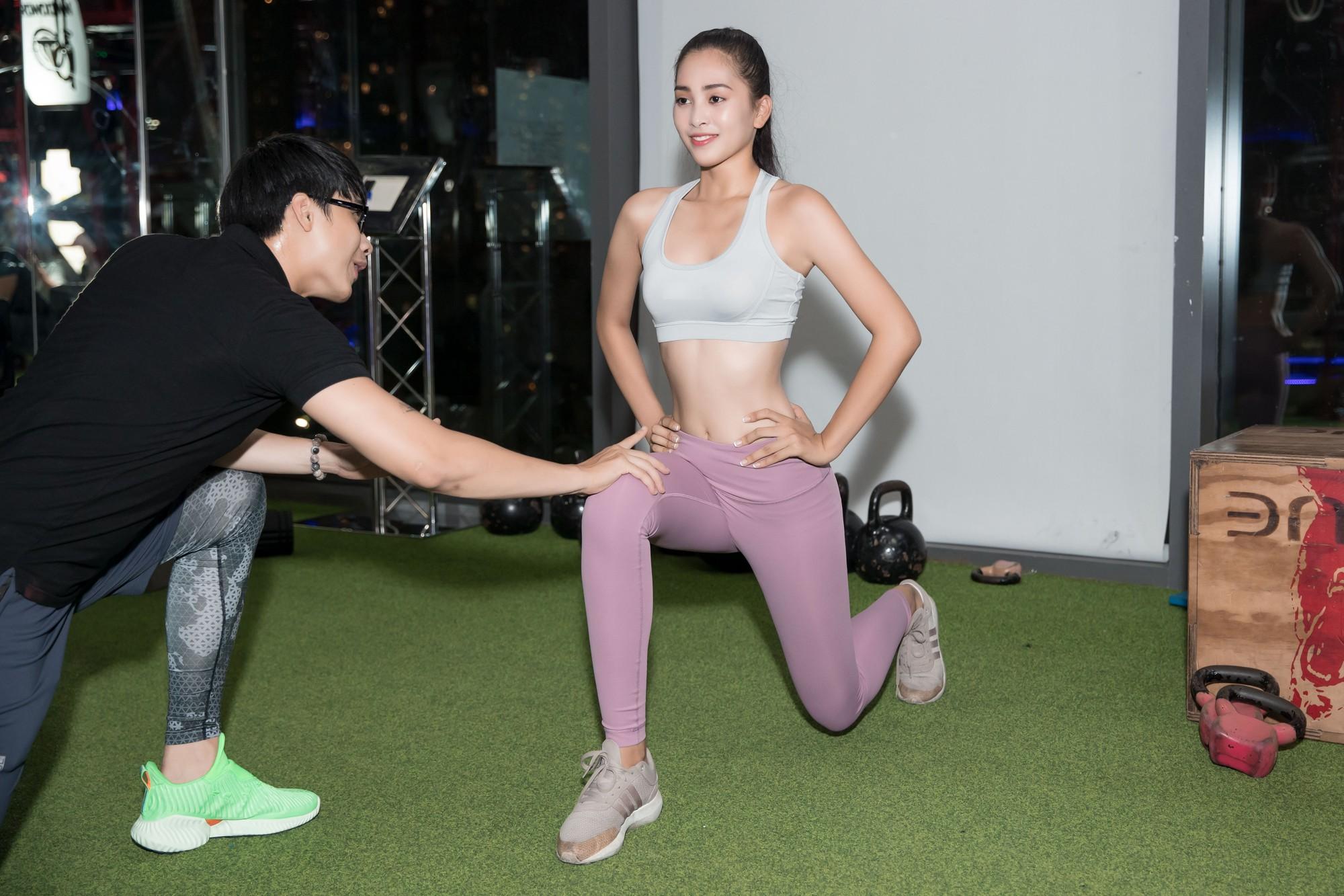 Hoa hậu Tiểu Vy tự tin khoe eo thon, dáng chuẩn trong buổi tập đầu tiên cho hành trình đến với Miss World 2018 - Ảnh 2.