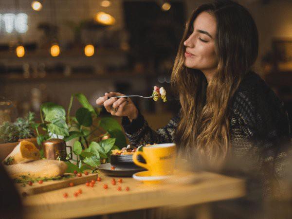 Tụt dốc không phanh vì tâm trạng ủ dột: Hãy bổ sung ngay những thực phẩm thần thánh này! - Ảnh 1.