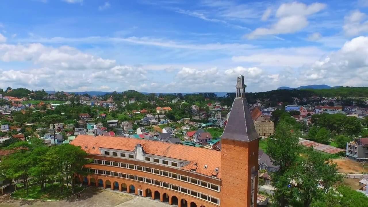 Đây chính là ngôi trường nằm trên đồi đẹp nhất Đà Lạt, được dân tình checkin nườm nượp - Ảnh 1.
