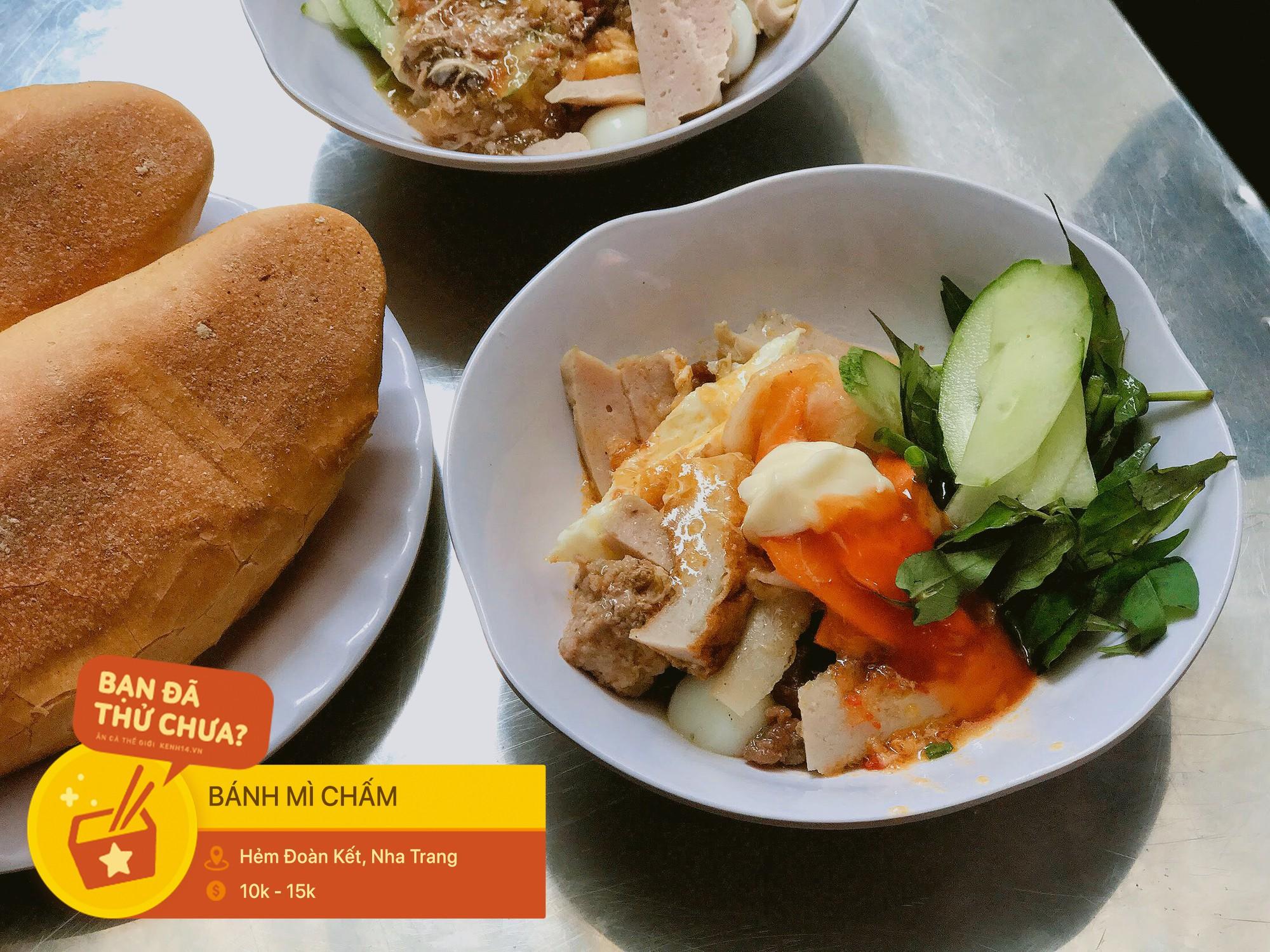 Nhiều người không ngại khó chui hẻm ở Nha Trang để ăn cho bằng được món bánh mì chấm quen mà lạ - Ảnh 6.