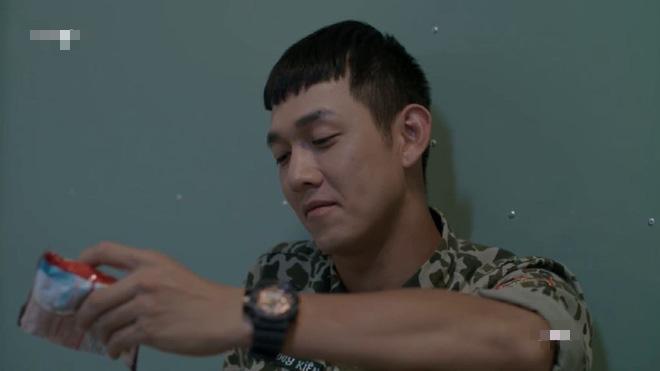 Sau 12 tập lên sóng, Hậu Duệ Mặt Trời bản Việt có gì khác với bản gốc? - Ảnh 17.
