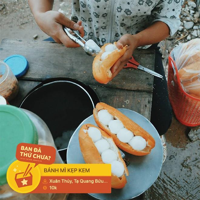 Ai mà nghĩ có ngày những món ăn vặt quen thuộc ở Hà Nội lại trở thành phần nhân độc lạ trong chiếc bánh mì - Ảnh 8.