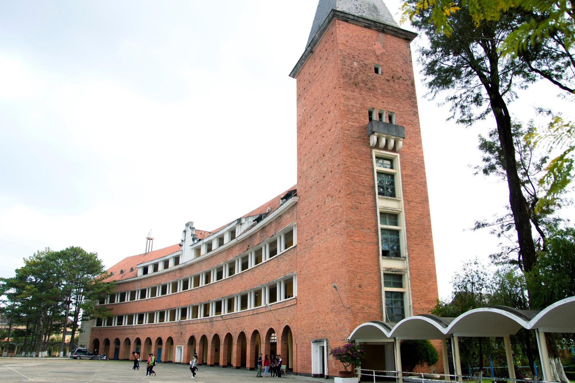 Đây chính là ngôi trường nằm trên đồi đẹp nhất Đà Lạt, được dân tình checkin nườm nượp - Ảnh 4.