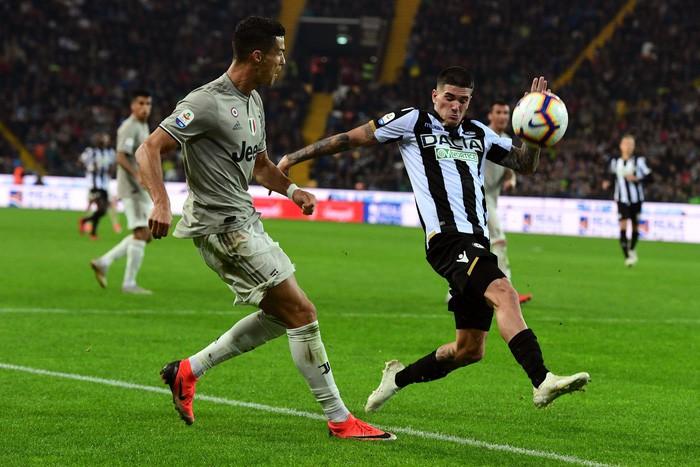 Quay cuồng trong nghi án, Ronaldo vẫn tỏa sáng giúp đội nhà lập kỷ lục ấn tượng nhất lịch sử - Ảnh 2.