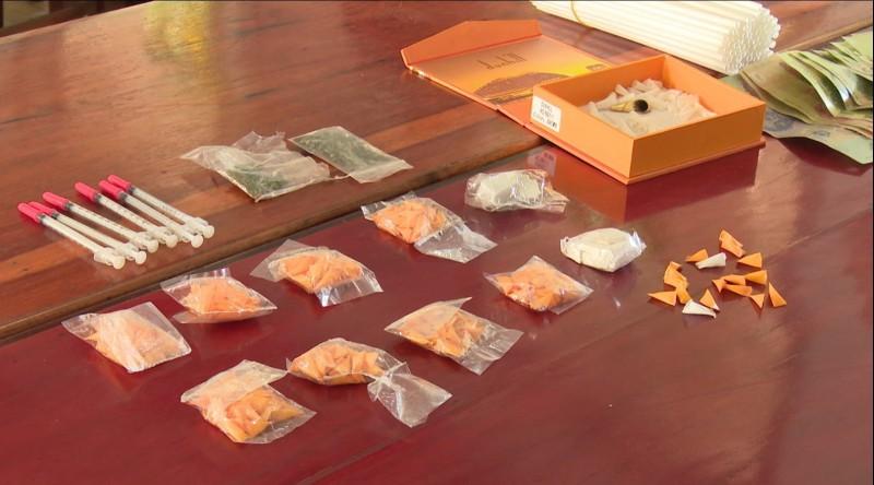 Phát hiện nhiều ma túy trong nhà quý bà ở Phan Thiết - Ảnh 2.