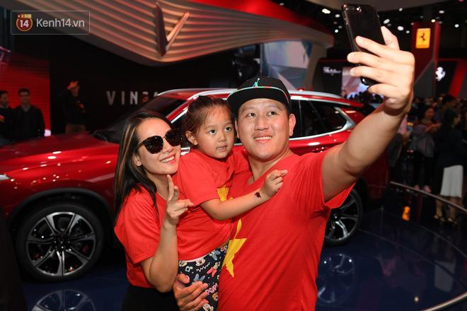 Người Việt tại Pháp tự hào và tràn đầy kỳ vọng khi sờ tận tay 2 mẫu xe của VinFast - Ảnh 16.