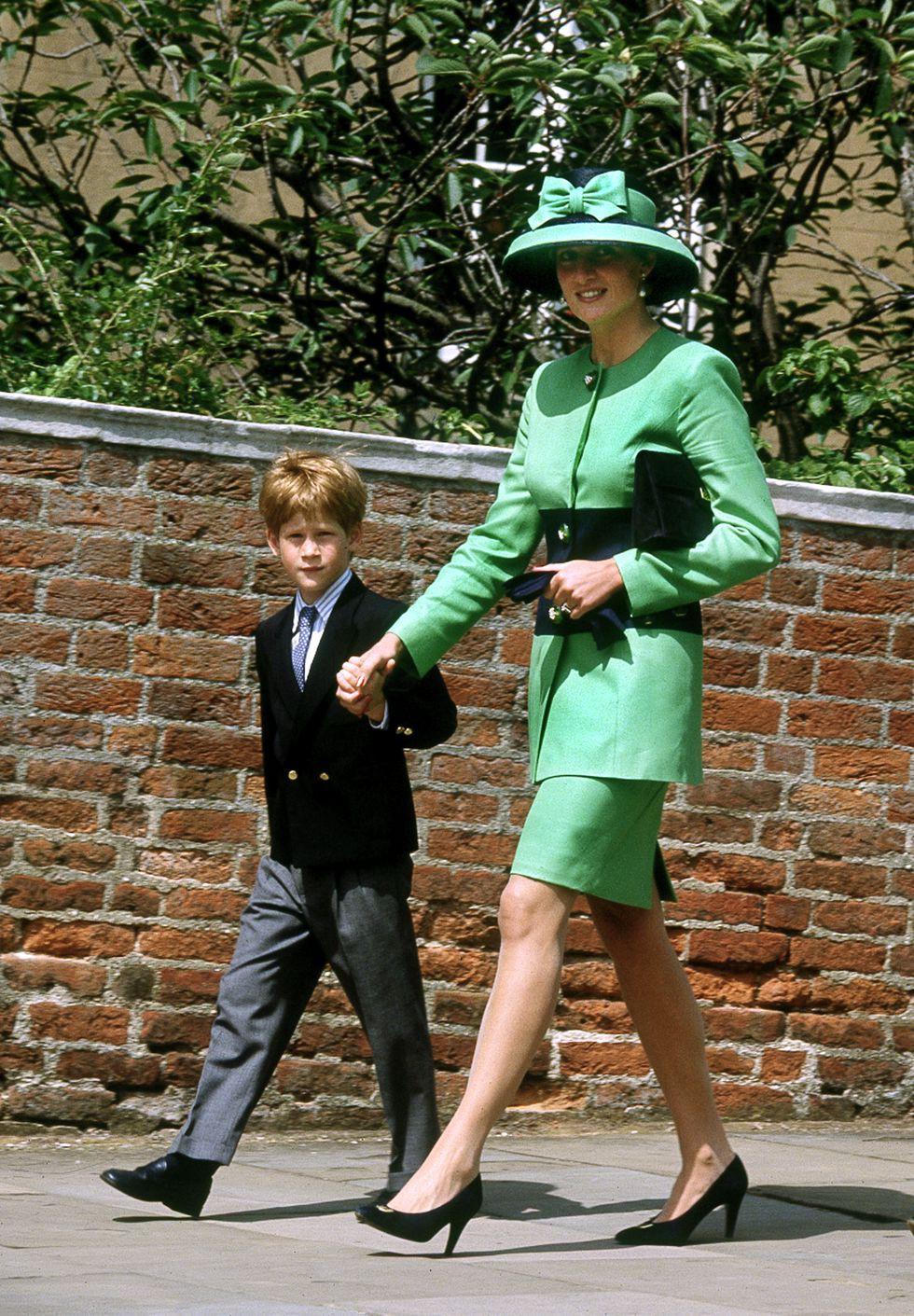 Đi đám cưới mà diện nào jumpsuit, nào đồ menswear, Công nương Diana chính là nữ nhân Hoàng gia có style dự đám cưới chất chơi nhất - Ảnh 11.