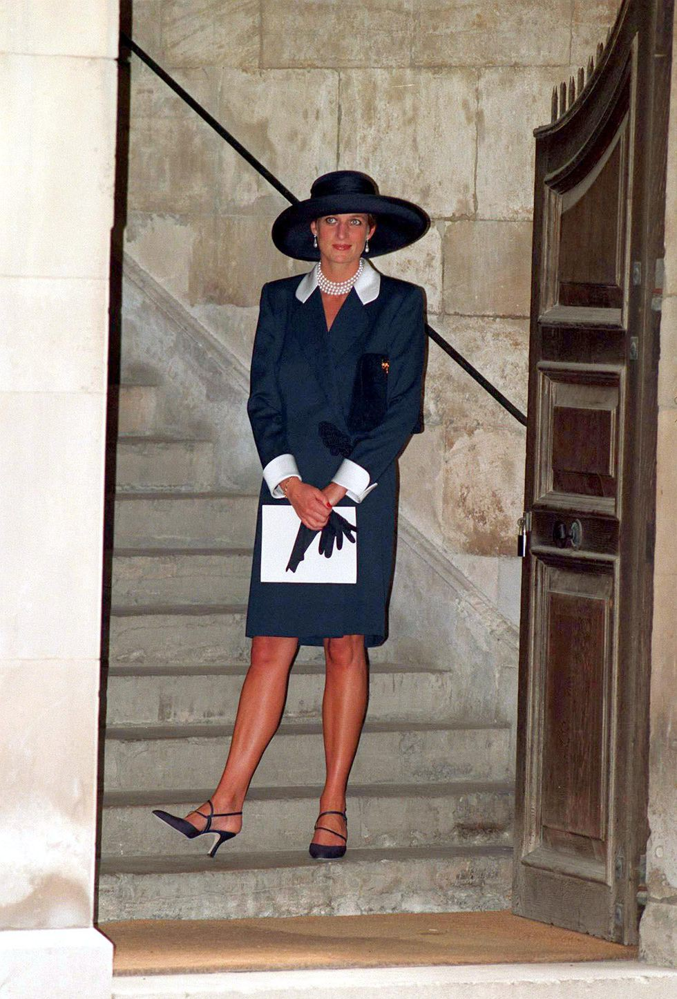 Đi đám cưới mà diện nào jumpsuit, nào đồ menswear, Công nương Diana chính là nữ nhân Hoàng gia có style dự đám cưới chất chơi nhất - Ảnh 14.