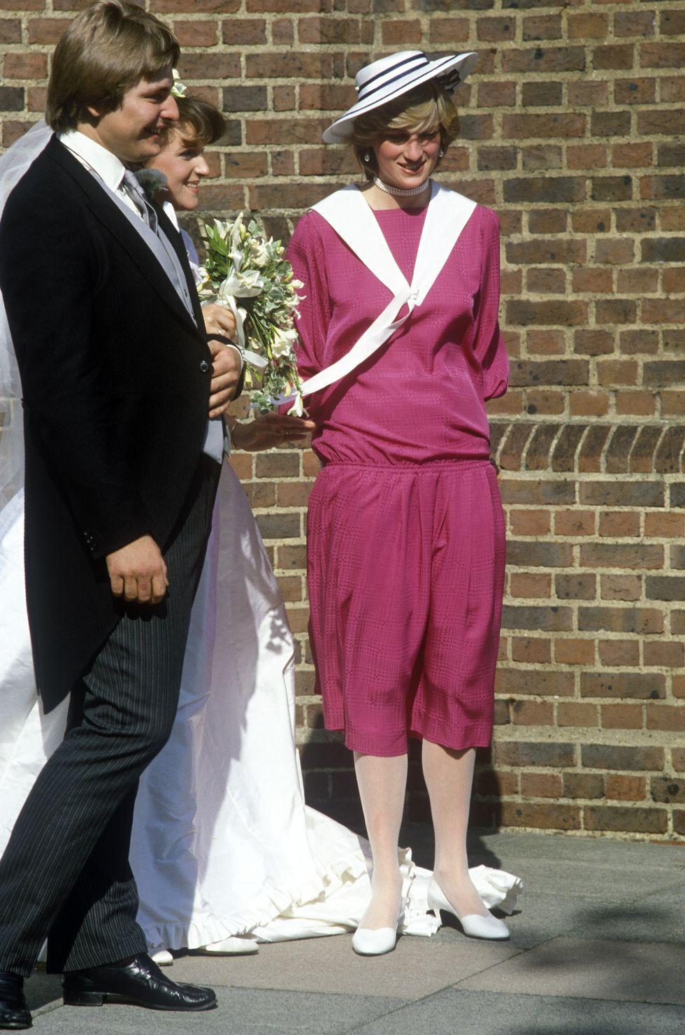 Đi đám cưới mà diện nào jumpsuit, nào đồ menswear, Công nương Diana chính là nữ nhân Hoàng gia có style dự đám cưới chất chơi nhất - Ảnh 2.