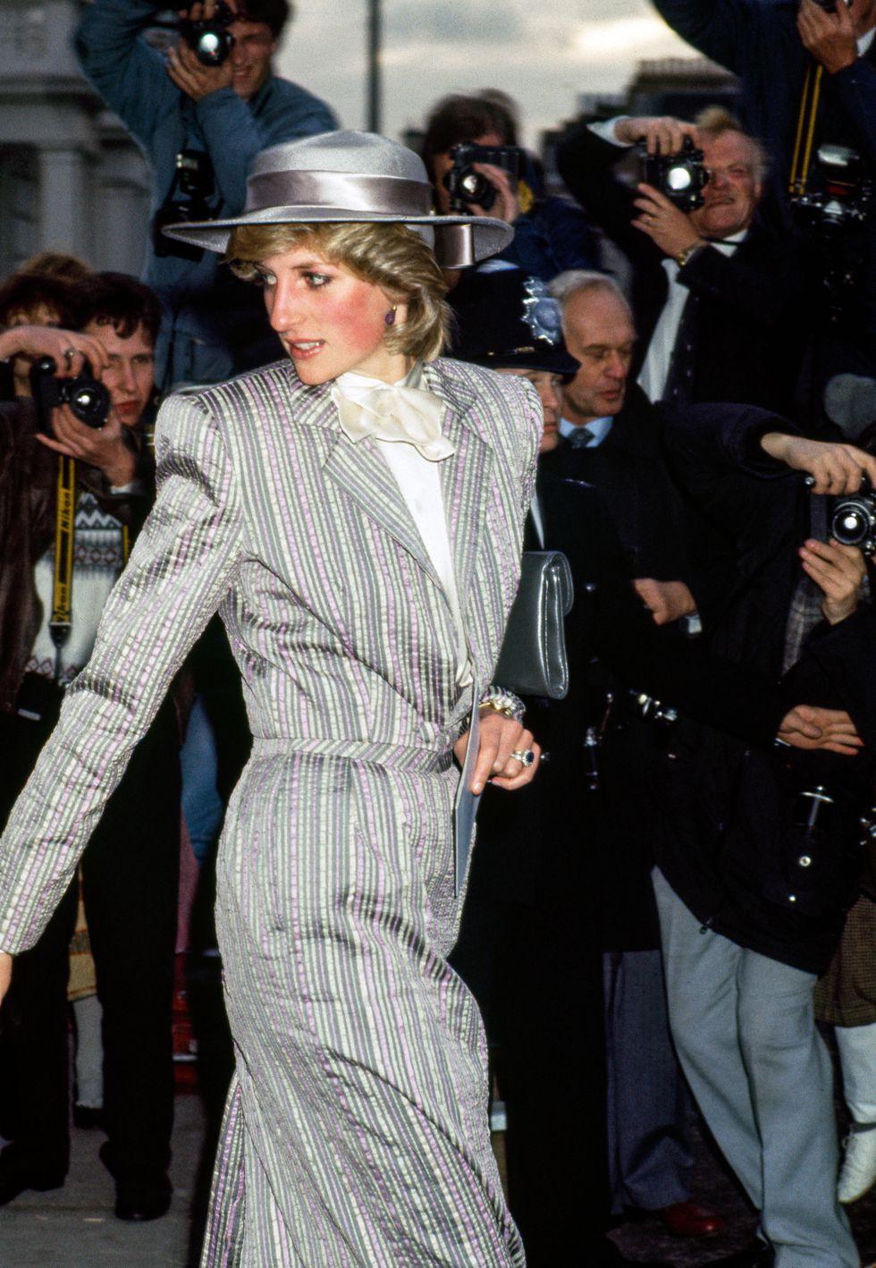 Đi đám cưới mà diện nào jumpsuit, nào đồ menswear, Công nương Diana chính là nữ nhân Hoàng gia có style dự đám cưới chất chơi nhất - Ảnh 3.