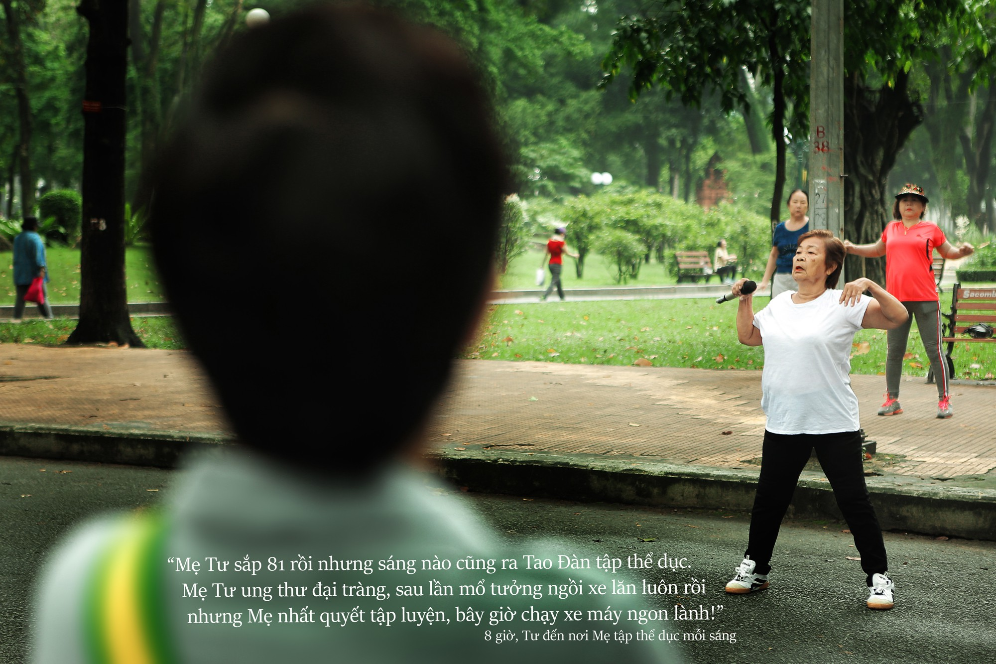 24 giờ của Tư: Bộ ảnh xúc động về người mẹ đơn thân chiến đấu với căn bệnh ung thư cùng cô con gái 12 tuổi - Ảnh 6.