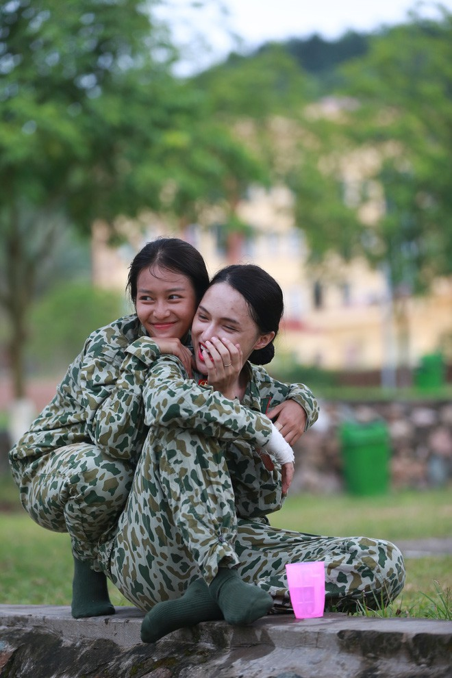 Dàn sao Hậu duệ mặt trời bản Việt đi show khác hẳn tính cách trên phim - Ảnh 10.