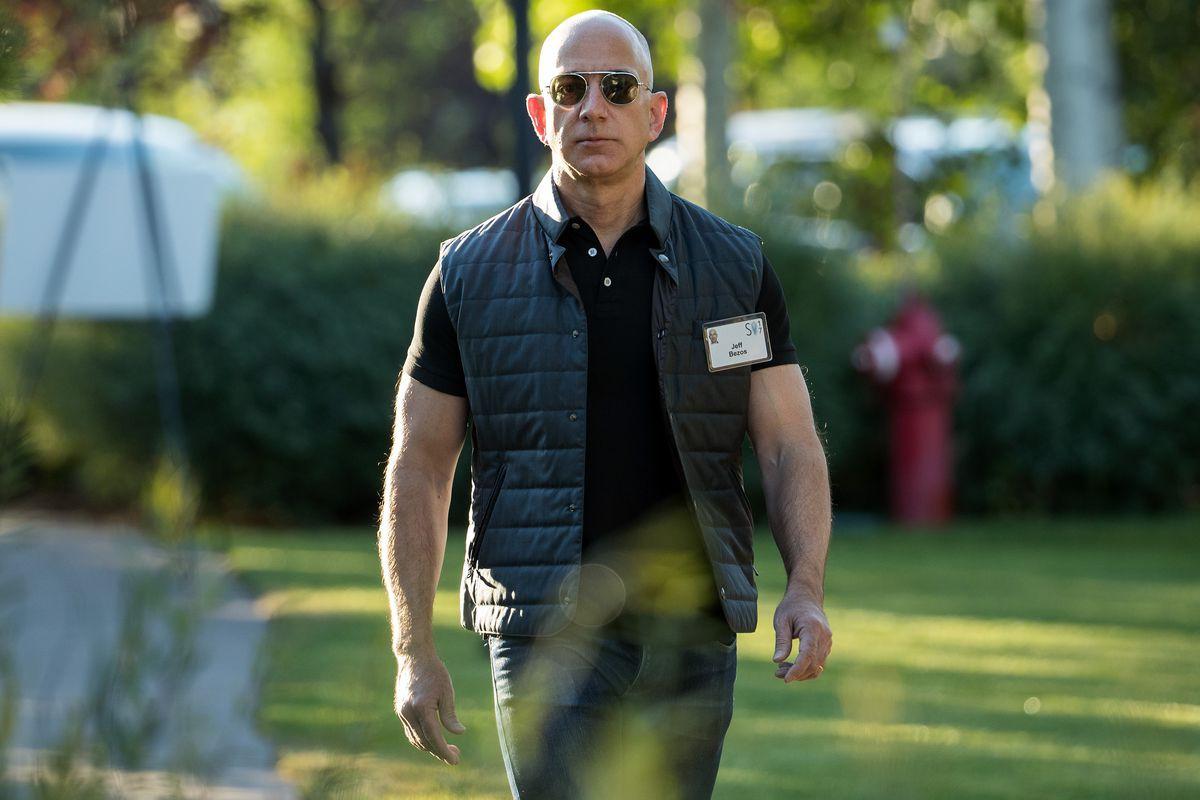 Tốc độ kiếm tiền kinh hoàng của tỷ phú giàu nhất thế giới: Làm 1 giờ bằng người khác làm... 68 năm không nghỉ! - Ảnh 1.