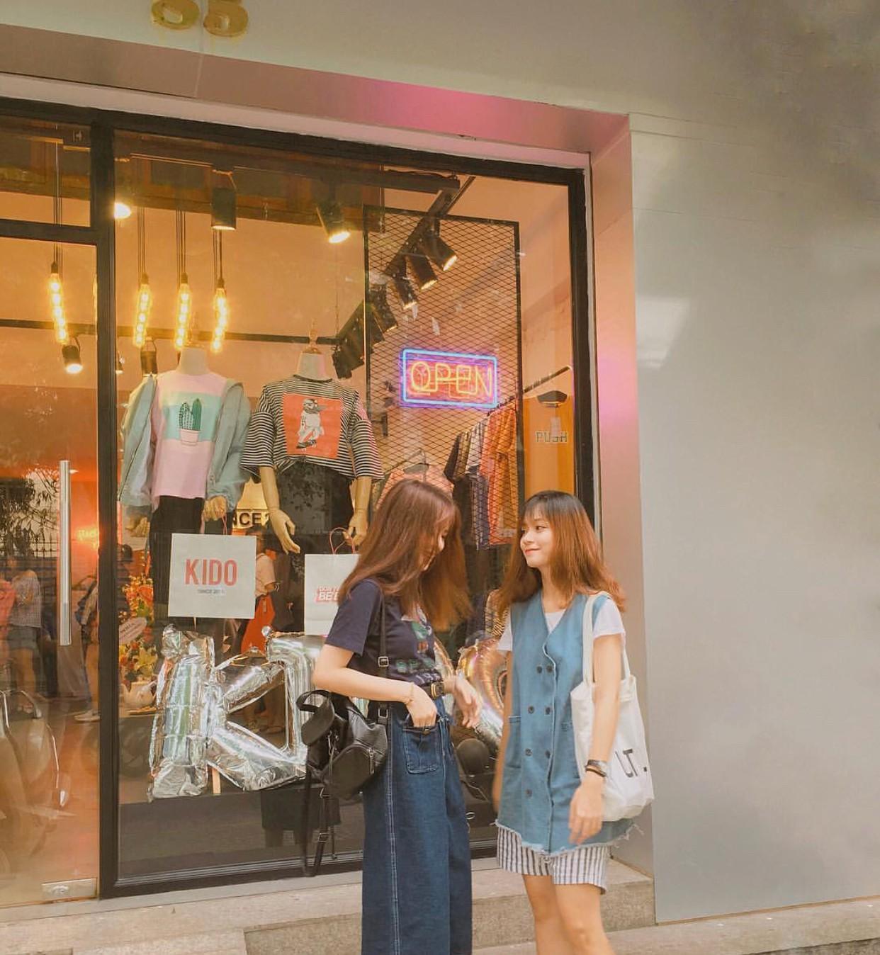 Ngoài quán cà phê, giới trẻ Việt Nam giờ còn ùn ùn đến các shop quần áo để chụp ảnh - Ảnh 12.