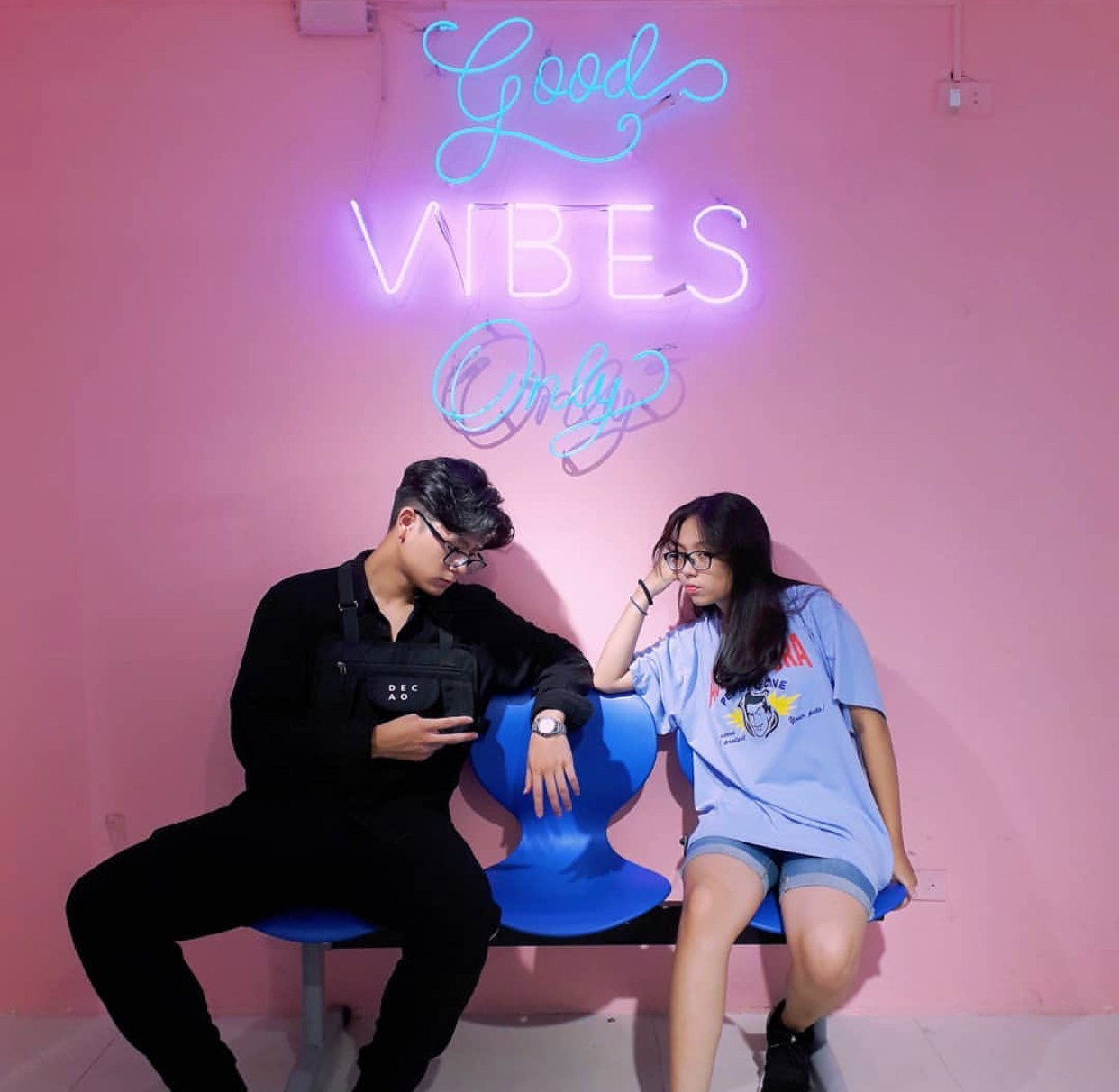 Ngoài quán cà phê, giới trẻ Việt Nam giờ còn ùn ùn đến các shop quần áo để chụp ảnh - Ảnh 20.