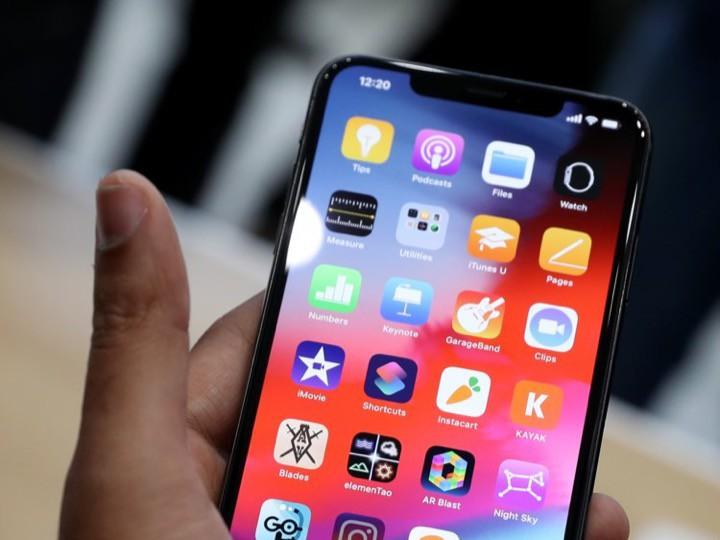 9 lý do iPhone Xs là lựa chọn tốt hơn bé bự Xs Max - Ảnh 1.