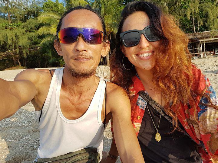 Người rừng Thái Lan sống trong hang động bỗng nổi tiếng khắp MXH vì hẹn hò với toàn mỹ nữ phương Tây - Ảnh 8.