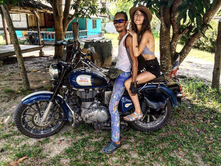 Người rừng Thái Lan sống trong hang động bỗng nổi tiếng khắp MXH vì hẹn hò với toàn mỹ nữ phương Tây - Ảnh 9.